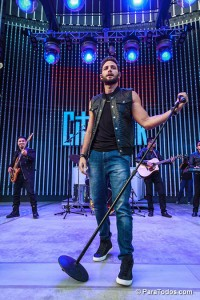 Gabriel-Coronel-Performs-at-2014-Descarga-Universal-City-Wal-140824_DA_6090