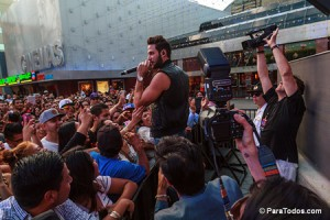 Gabriel-Coronel-Performs-at-2014-Descarga-Universal-City-Wal-140824_DA_6213