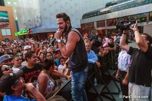 Gabriel-Coronel-Performs-at-2014-Descarga-Universal-City-Wal-140824_DA_6235