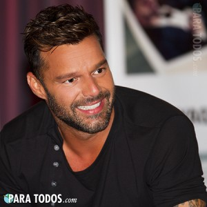 ricky-martin-grammy-museum-signing-2015-2