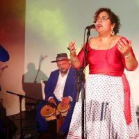 La Santa Cecilia presentó de Amar y Vivir en Los Ángeles